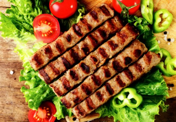 Болгарские котлеты кебабче на гриле
